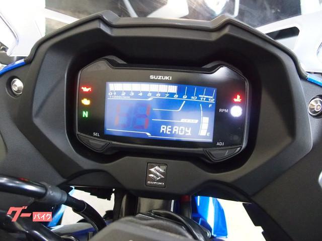 *デジタル多機能メーターで液晶部にギヤインジケーター付(何速にギヤが入ってるか表示されます)