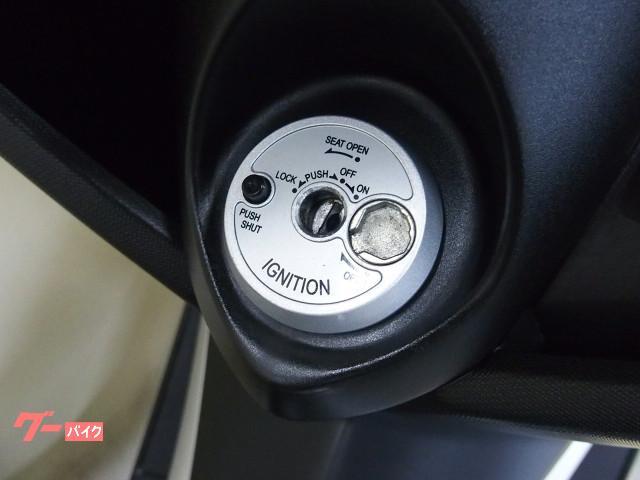 *キー操作でシート開錠でき盗難防止用シャッターキー付