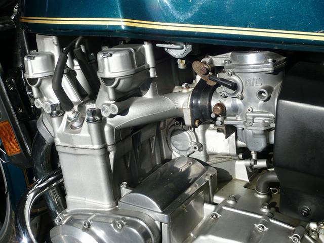 フケのいい水冷エンジンです。
