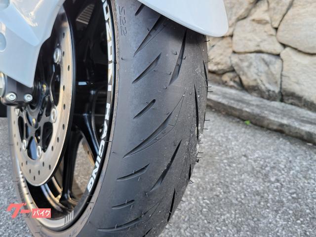 タイヤ溝たっぷりです。