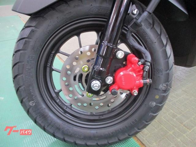フロントブレーキ油圧式。