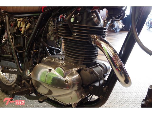 エンジンは耐熱塗装を施してあります