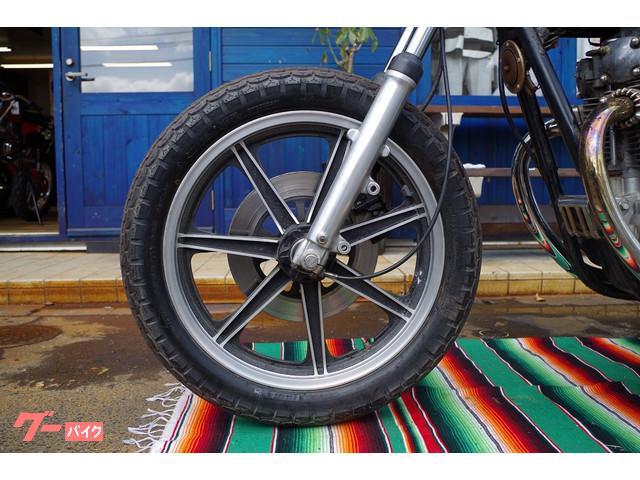 フロントキャストホイール。タイヤも新品のライン残ってます。