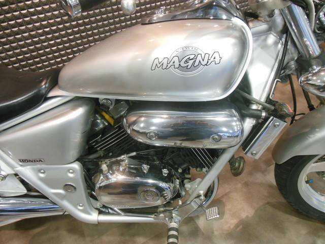 ホンダ V-TWIN MAGNA・2001年モデルの画像(岐阜県