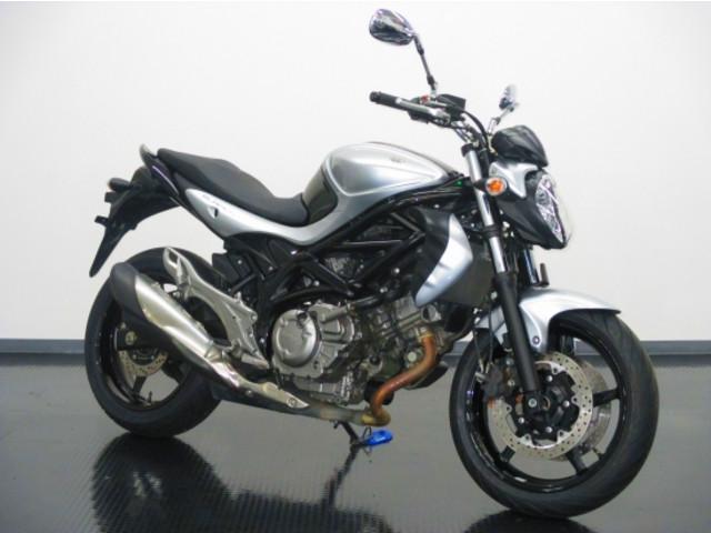 スズキ グラディウス400 ABS シルバー Vツインエンジンの画像(静岡県