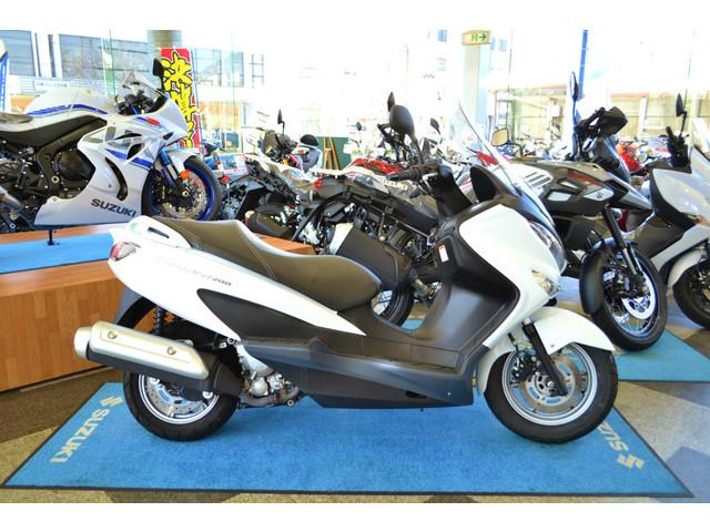 スズキ バーグマン200 ホワイト グリップヒーター付の画像(愛知県