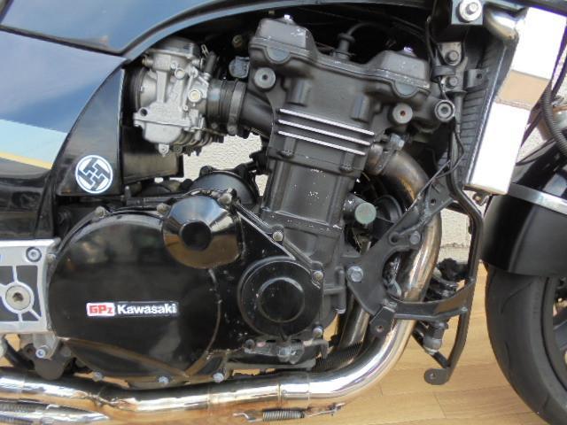 カワサキ GPZ900R カーボンマフラー バックステップ アップハンドル仕様の画像(群馬県