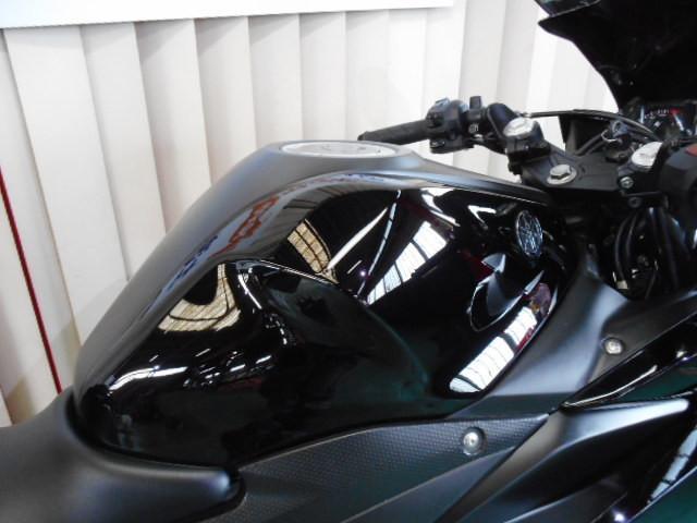 ヤマハ YZF-R25 ブラックスクリーンの画像(茨城県