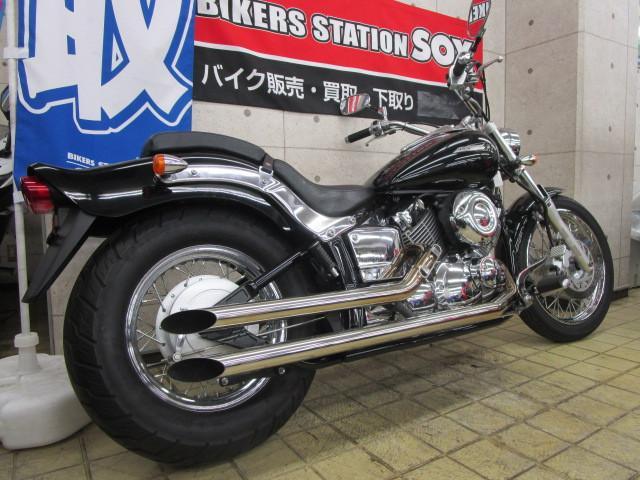 ヤマハ ドラッグスター400 社外マフラー装備の画像(東京都