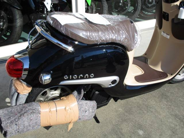 ホンダ ジョルノ新型 ポセイドンブラックメタリックの画像(茨城県