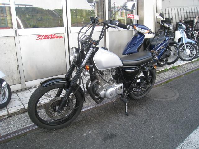 スズキ グラストラッカー マフラー NJ47A シルバーの画像(東京都