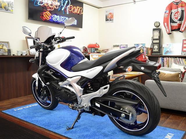 スズキ グラディウス400 ヨシムラマフラー スクリーン付きの画像(東京都