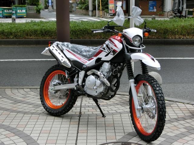ヤマハ セロー250 正規 新車 オレンジ白の画像(東京都