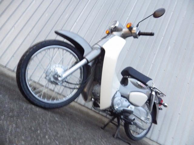 ホンダ スーパーカブ50 国内最新モデル シルバーの画像(千葉県