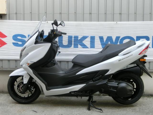 スズキ バーグマン400ABS 新型 パールグレッシャーホワイトの画像(千葉県