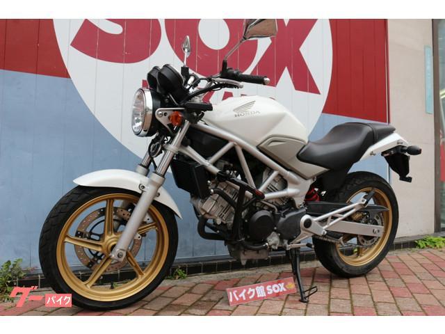 ホンダ VTR250 2011年モデル エンジンガードの画像(東京都