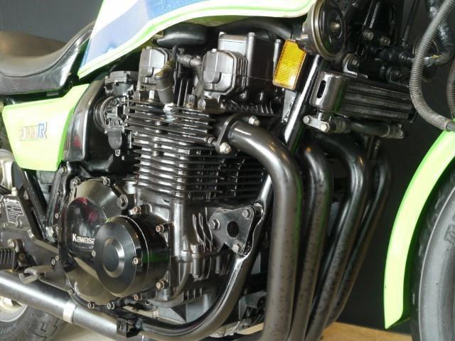 エンジン番号KZT00JE034XXX、R1用に搭載されたエンジン