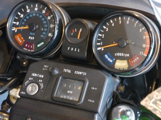 北米向けはkm表示とマイル表示併用のスピードメーター