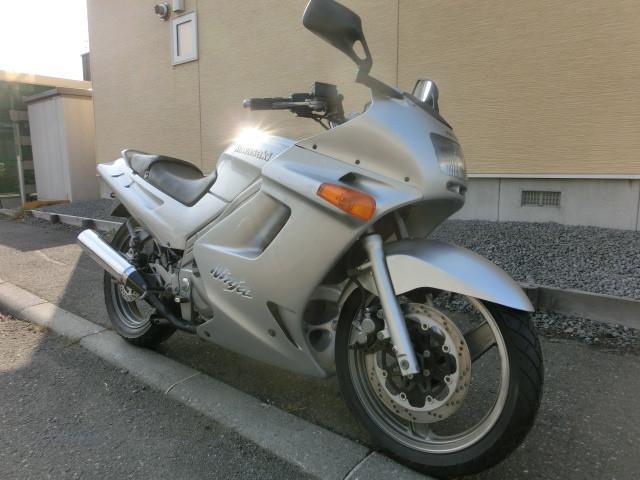 カワサキ ZZ-R250 バッテリー新品 スクリーン新品 シート表皮張替えの画像(北海道