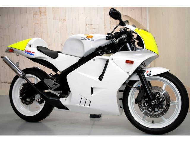 ホンダ NSR250R・FRPフルカウル・ホワイト外装ブラック脚の画像(東京都