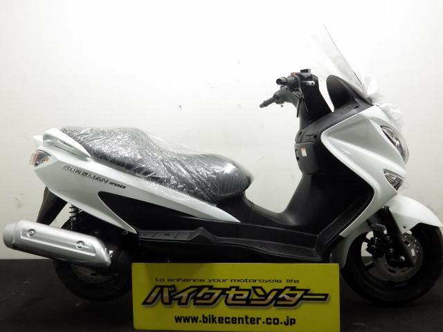 スズキ バーグマン200 国内現行モデル ホワイトの画像(東京都