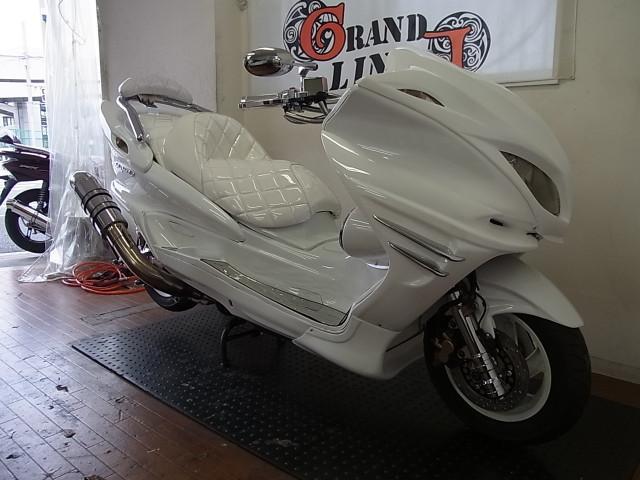 ヤマハ マジェスティC 車体下レインボーLED 4スピーカー フルホワイトの画像(神奈川県