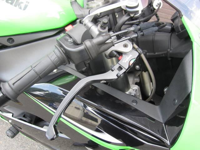 カワサキ Ninja ZX-6R ブライト正規モデル ブレンボマスター ステアリングダンパの画像(京都府