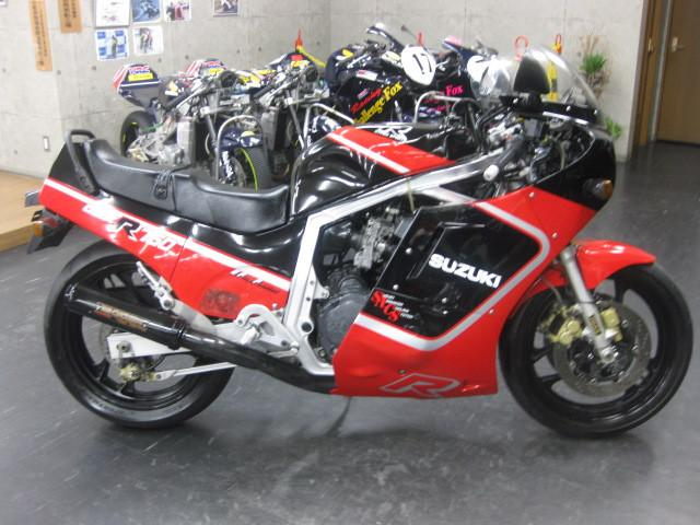 スズキ GSX-R750 GR71G ヨシムラサイクロン ヨシムラ赤黒の画像(大阪府