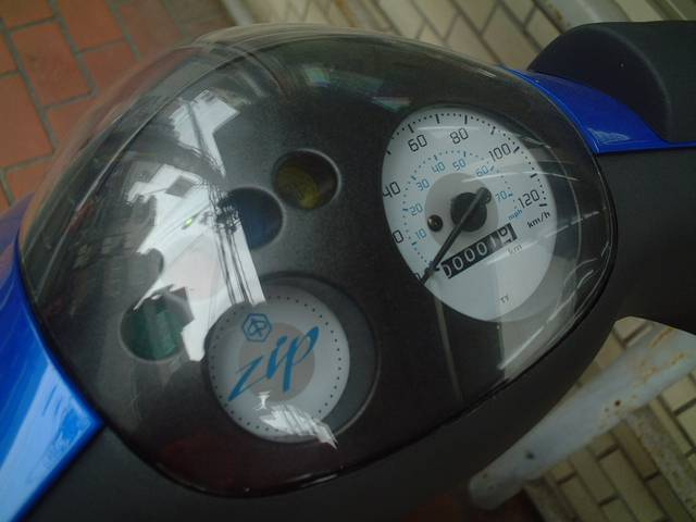 PIAGGIO ピアジオ ZIP100 イタリアスクーター空冷4サイクルモデルの画像(大阪府