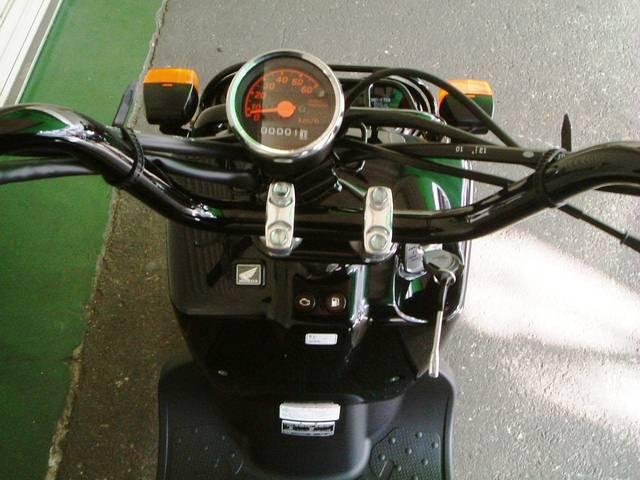 ホンダ ズーマー 最新現行型 PGMーFI燃料噴射式エンジン搭載モデルの画像(大阪府
