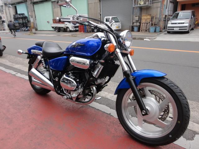 ホンダ V-TWIN MAGNAタイヤ前後新品の画像(大阪府
