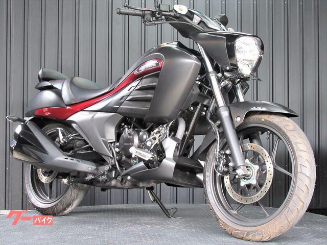 イントルーダー150 ABS バックレスト装備 マッドブラック