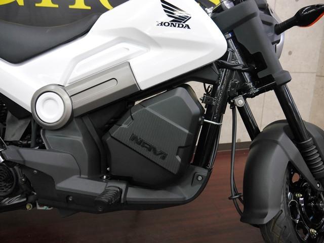 ホンダ NAVI110 ホワイト 純正インナーボックス サイドスタンド装着タイプの画像(京都府