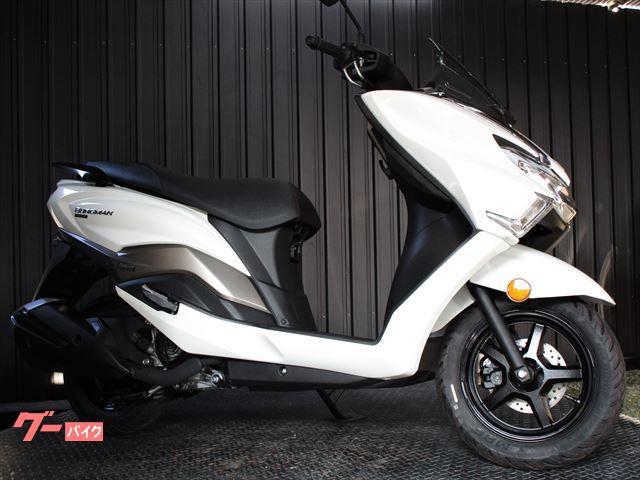 バーグマン125 最新インジェクションモデル ホワイトカラー