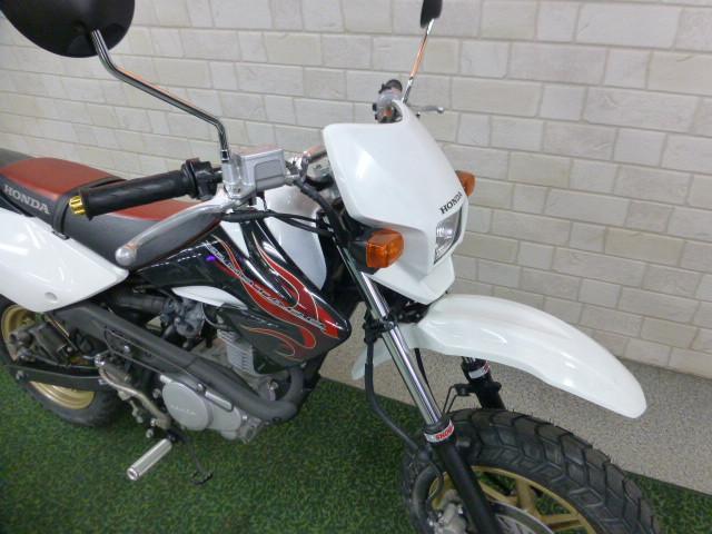 ホンダ XR100 モタード  ハンドル・ステップ社外の画像(熊本県