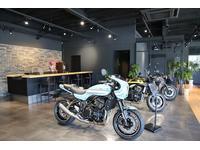 お客様のモーターサイクルライフが楽しく、より豊かに、そしてその先に広がる様々な体験によって、悦びを感じてほしい。そんな想いとともに、コンシェルジュとしてお待ちしております。