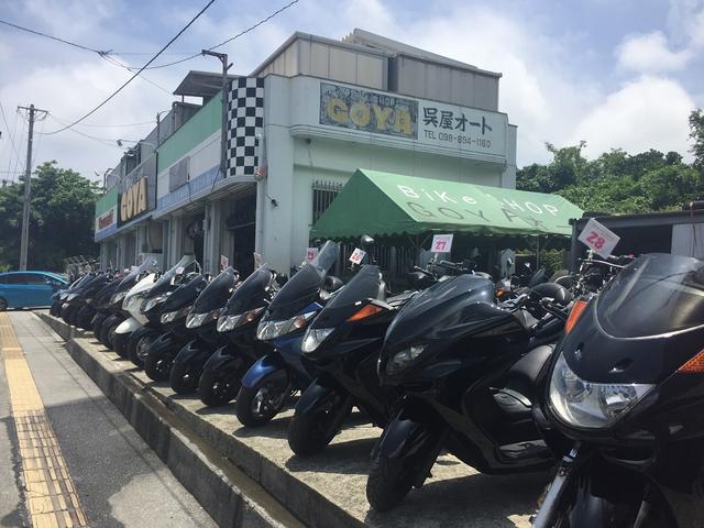 宜野湾市役所近く、那覇市→沖縄市向け左側、たくさん並んだバイクが目印です。