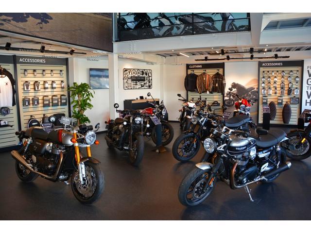 室内展示場完備!写真は2階展示場です。中型から大型バイクまで展示しております!