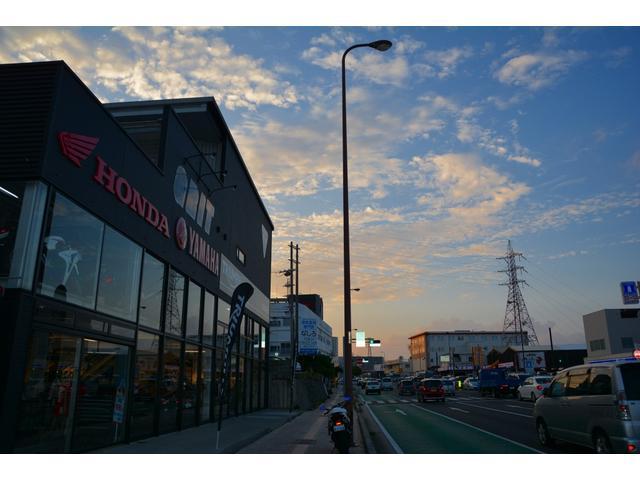 浦添市R58線沿いにあります。新車・中古車・車検・点検・修理・カスタム・何でもご相談ください!