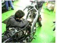 オートバイとはライダーの命を乗せて走ります。当店はお客様の愛車を一台一台丁寧な整備を心がけております。
