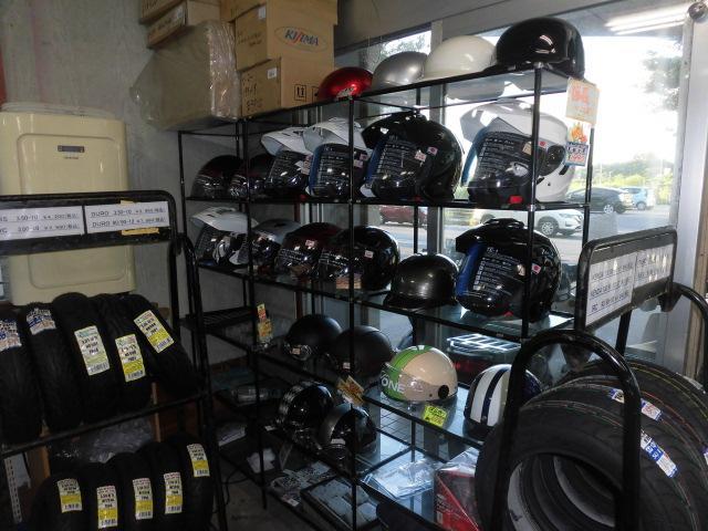ヘルメットも御座います!お気に入りのヘルメットが見つかるかも♪