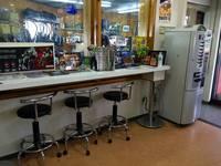 お待ちいただいている間にくつろいでいただけるよう、店内にはっカフェスペース完備してます!お近くにおいでの際は、コーヒー1杯でも良いので、是非遊びに来てください♪
