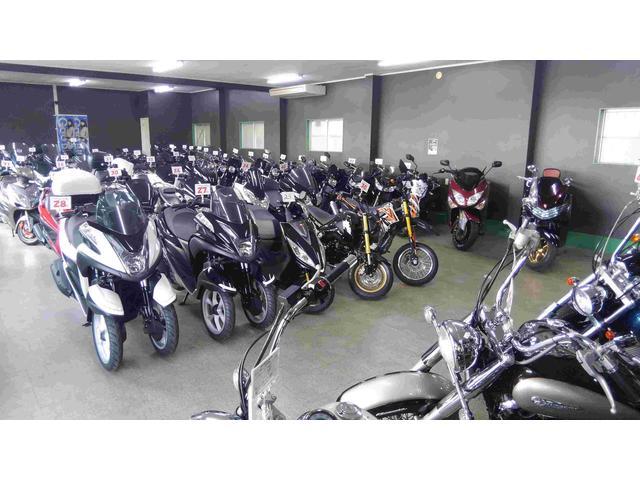 店内ショールームにはたくさんのバイクを展示しております!