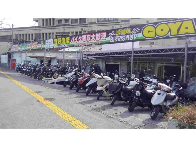 通りの一番端、大きな看板が目印です!店内ショールームにはたくさんのバイクを展示しております。