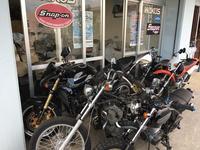 LapTimeはスクーターから大型まで取り扱います!バイク全般が大好きです!修理等もお気軽にご相談くださいませ!!