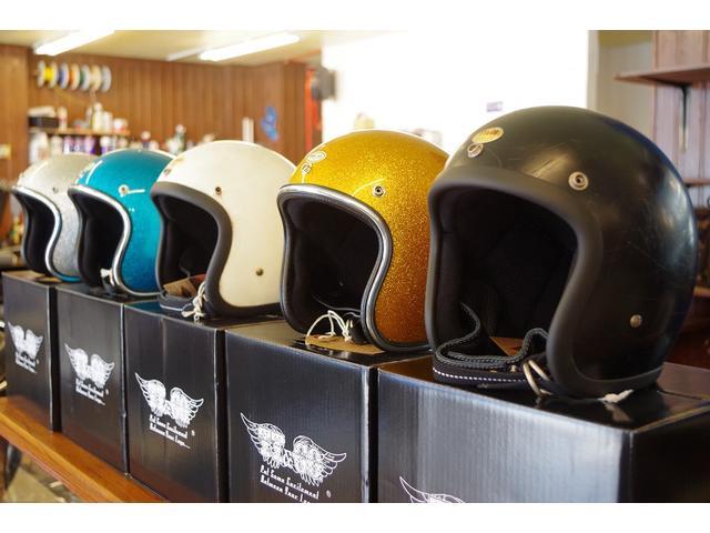 ヘルメットも種類豊富に取り揃えております。