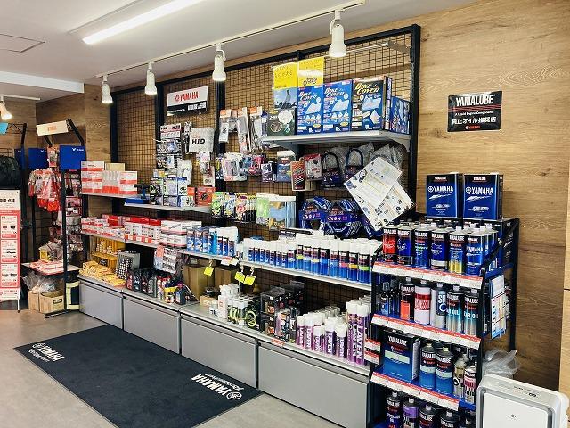 ヤマハ純正オイル、ロックやカバー、ヘルメット、その他ケミカル類も在庫しております。